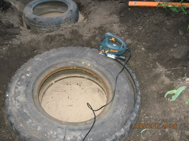 piscine étang avec de vieux pneus (1)