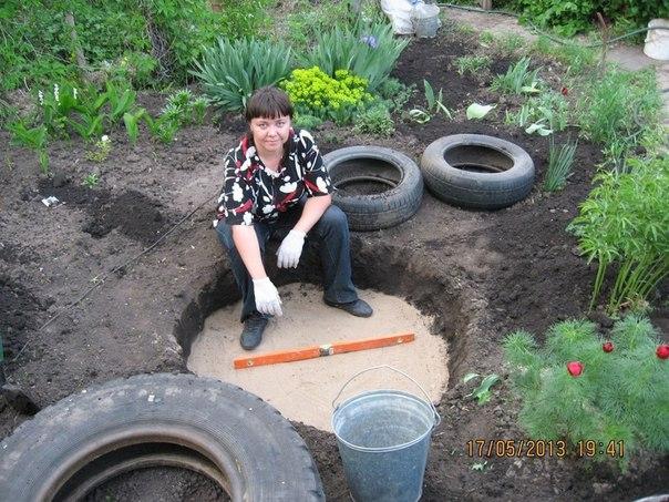 piscine étang avec de vieux pneus (4)
