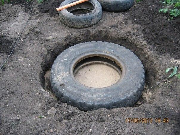 piscine étang avec de vieux pneus (2)