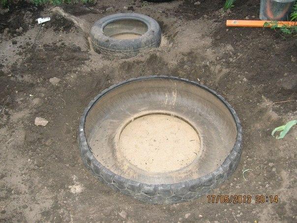 piscine étang avec de vieux pneus (7)